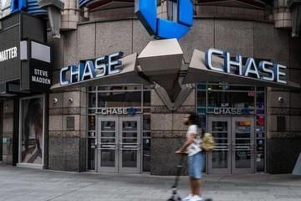 Tiền gửi tiết kiệm tăng 2.000 tỷ USD, ngân hàng Mỹ 'bơi trong tiền mặt'