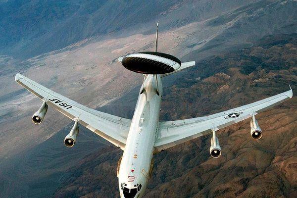Mỹ điều 2 máy bay đến gần Venezuela