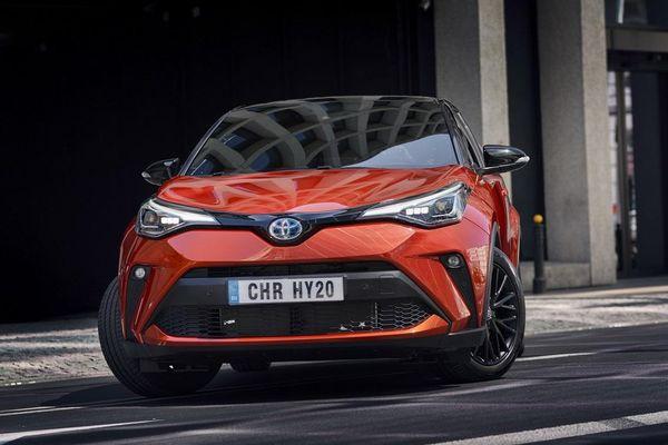 Toyota C-HR và Avalon thêm phiên bản bóng đêm