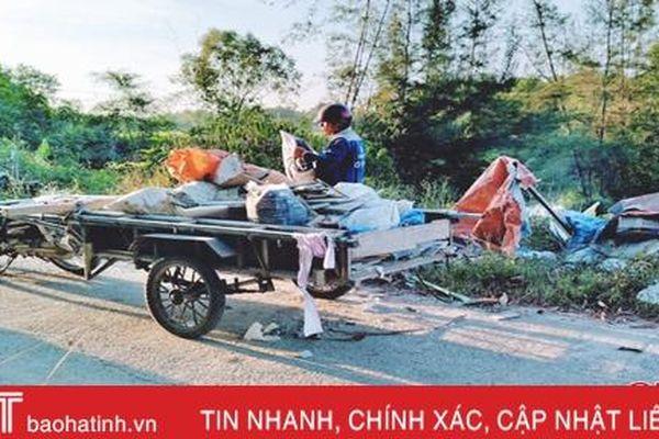 Đổ rác không đúng nơi quy định, người đàn ông ở Hà Tĩnh bị phạt 4 triệu đồng