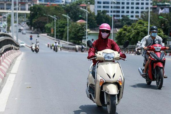 Mưa tại nhiều khu vực, thời tiết Hà Nội xuất hiện yếu tố nguy hiểm