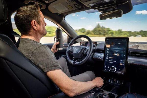Xe Ford sẽ có tính năng lái rảnh tay