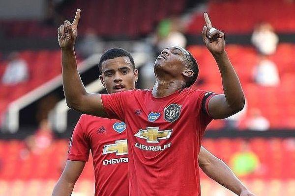 Martial lập hat-trick, M.U đại thắng trước Sheffield