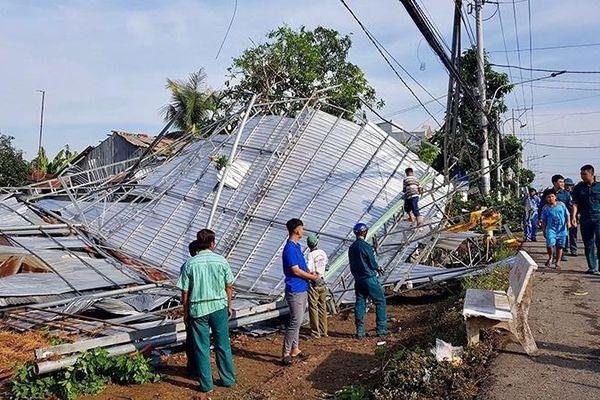 Mưa dông, lốc xoáy gây thiệt hại tại nhiều địa phương