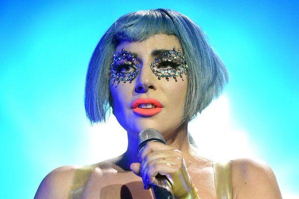 Hết ngày phát hành đến tour diễn phải chịu số phận bị-dời-lịch, album bị 'hắt hủi' nhất năm chính thức gọi tên Chromatica (Lady Gaga)