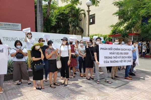 Học sinh sốc tâm lý khi bị trường Việt Úc không tiếp nhận vào năm học tới