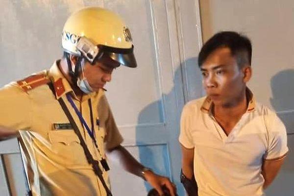 Cảnh sát truy đuổi tên cướp ở TP.HCM