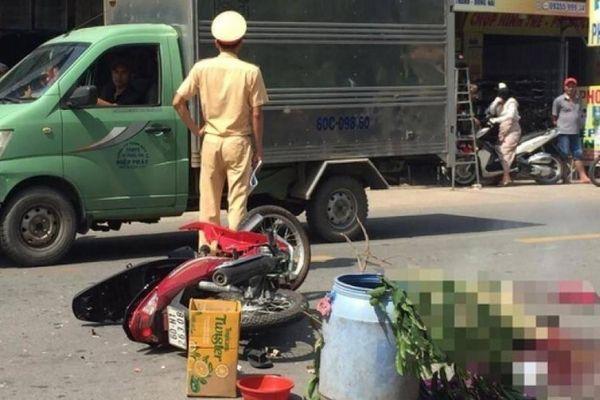 Xe máy 'đấu đầu' ô tô tải, 2 ông cháu tử vong thương tâm