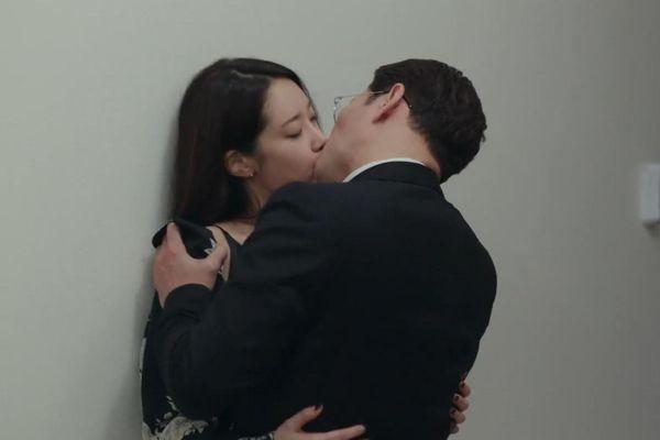 Phim 19+ nối sóng 'Thế giới hôn nhân' mở màn bằng loạt cảnh nóng bỏng