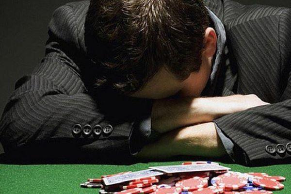 '100 thứ ngu, không gì tệ bằng trả nợ giúp người cờ bạc'