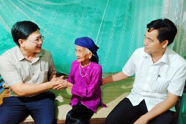Lãnh đạo tỉnh Thanh Hóa thăm, tặng quà các gia đình chính sách, người có công