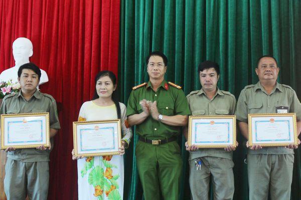 6 công dân được khen thưởng đột xuất