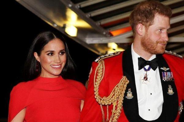 Hoàng gia Anh xuất bản cuốn sách về vợ chồng Hoàng tử Harry