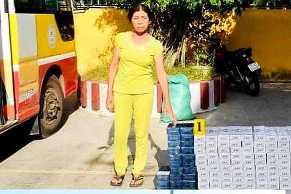 Dùng xe buýt vận chuyển hàng nghìn bao thuốc lá lậu