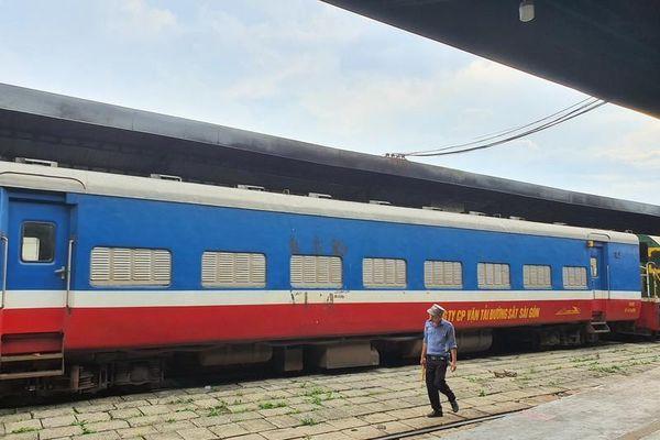 Ngành đường sắt tạm ngưng một đôi tàu TP.HCM đi Hà Nội
