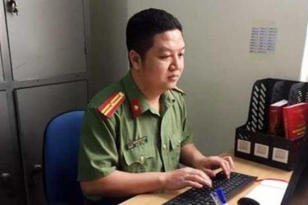 Thiếu tá - nhà thơ Hoàng Anh Tuấn: 'Thơ là duyên, văn là nợ'