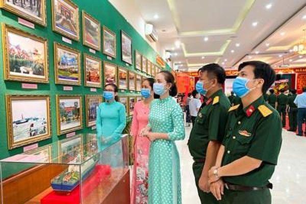 Triển lãm 'LLVT Quân khu 7-Tự hào vững bước dưới cờ Đảng'