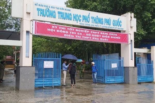 Phó chủ tịch xã ở Phú Quốc thi tốt nghiệp THPT