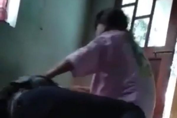 Thiếu nữ 17 tuổi bị đánh đập, lột đồ, quay clip đăng lên mạng