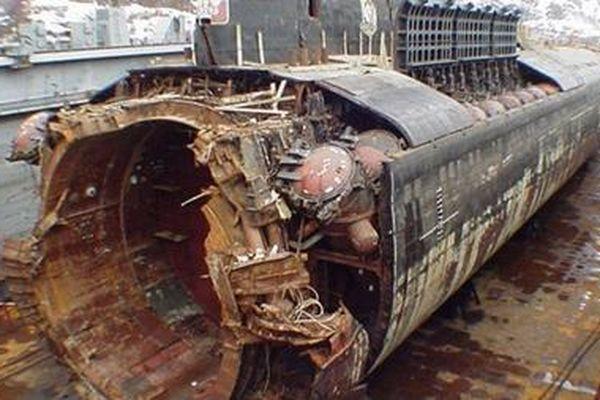 Những hình ảnh thảm khốc về thảm kịch chìm tàu ngầm Kursk cách đây 20 năm
