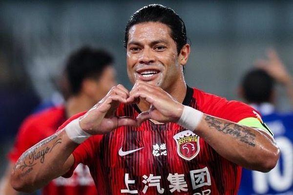 Hulk ghi bàn giúp Shanghai SIPG thoát thua
