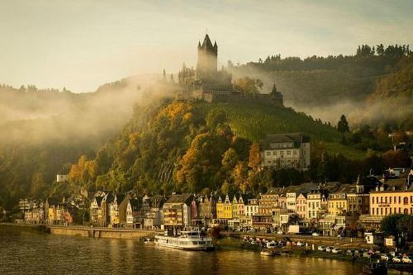 10 tòa lâu đài cổ tráng lệ nhất thế giới, tới một lần là cả đời 'đắm say'