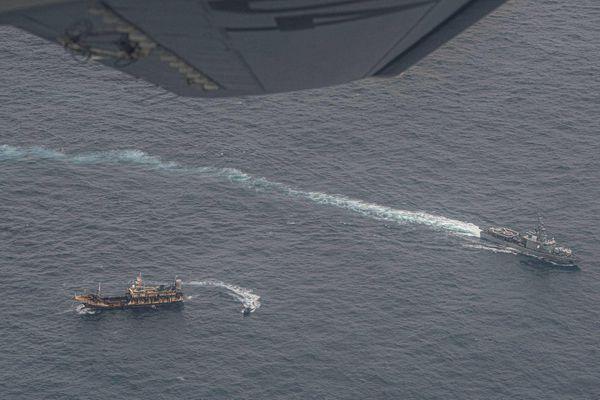 Hàng trăm tàu đánh cá đại dương Trung Quốc ồ ạt tới đánh bắt gần vùng đặc quyền kinh tế Ecuador