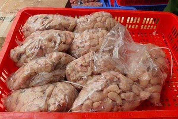 Thu giữ hơn 2 tấn thực phẩm đông lạnh, bánh trung thu không rõ nguồn gốc