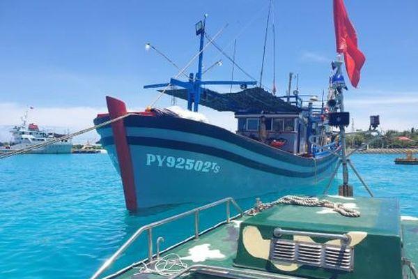 Trung tâm Dịch vụ hậu cần - kỹ thuật đảo Sinh Tồn: Sửa chữa thành công sự cố tàu cá PY 92502 TS