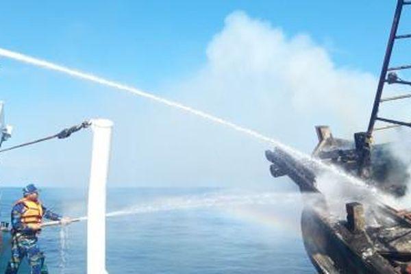 Lữ đoàn 127 tham gia cứu nạn tàu cá Kiên Giang bị cháy