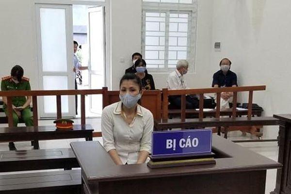 Nữ nhân viên cấp dưỡng vào tù vì học đòi thói 'chạy' việc làm