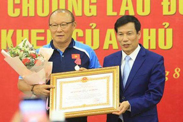 Huấn luyện viên Park Hang-seo vinh dự nhận Huân chương Lao động hạng Nhì