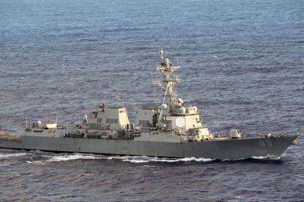 PLA nửa đêm tố cáo tàu chiến Mỹ 'xâm nhập', Bộ trưởng Esper tuyên bố không nhượng bộ dù một tấc đất