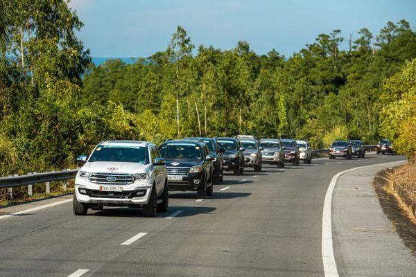 Dịch chồng dịch, ô tô trong nước đồng loạt giảm giá 'cứu' thị trường
