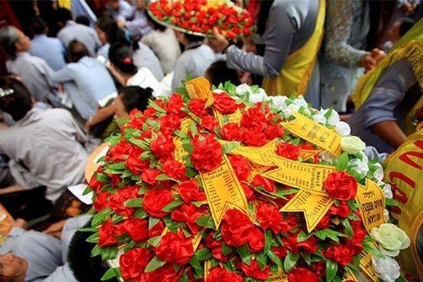 Đại lễ Vu Lan báo hiếu và ý nghĩa bông hồng cài áo