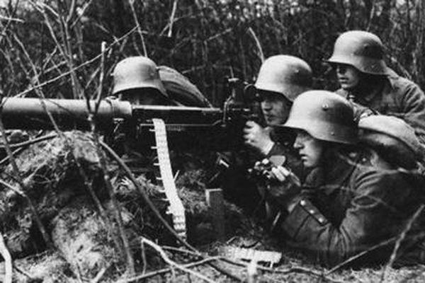 Tháng 8-1914, khi chiến tranh lột xác