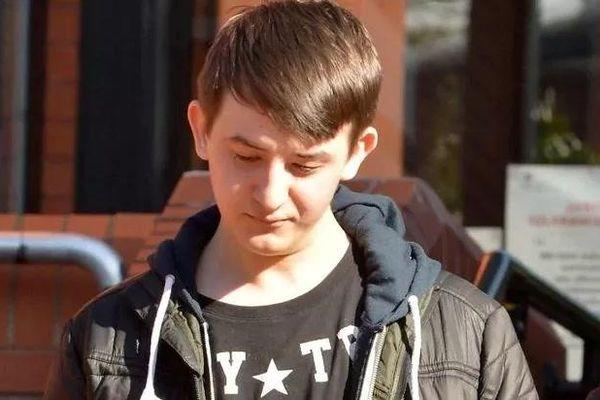 Cảm nghĩ của cậu hacker trẻ tuổi khi lần đầu tiên online sau 2 năm bị chính phủ cấm lên mạng