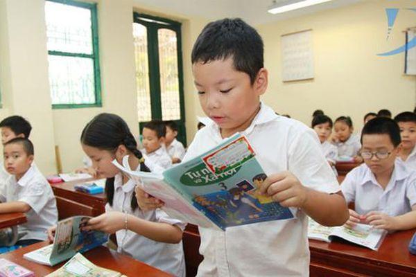 Học sinh tiểu học được tặng danh hiệu học sinh xuất sắc hoặc học sinh tiêu biểu, thư khen