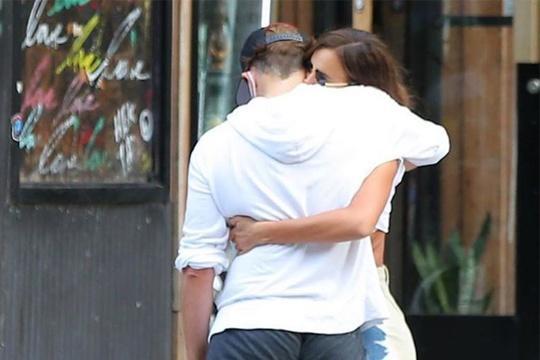 Bradley Cooper và Irina Shayk thân thiết sau chia tay