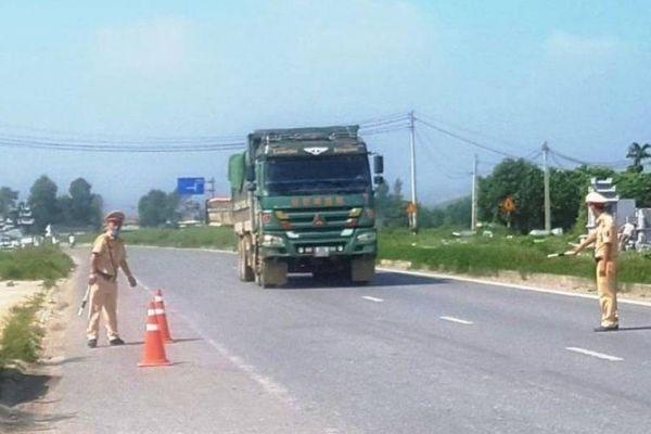 Tái diễn xe chở quá tải vùng giáp ranh Thanh Hóa - Ninh Bình