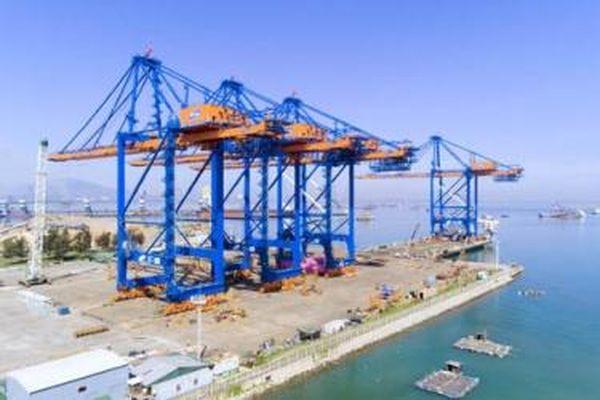 Cảng quốc tế Gemalink nhận 2 cẩu trục 'siêu trọng' từ Doosan Vina