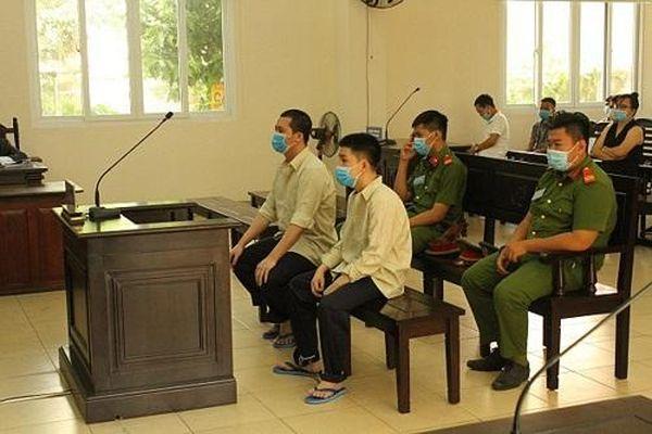 Bình Dương: 25 năm tù cho hai thanh niên 'giúp bạn' đánh người