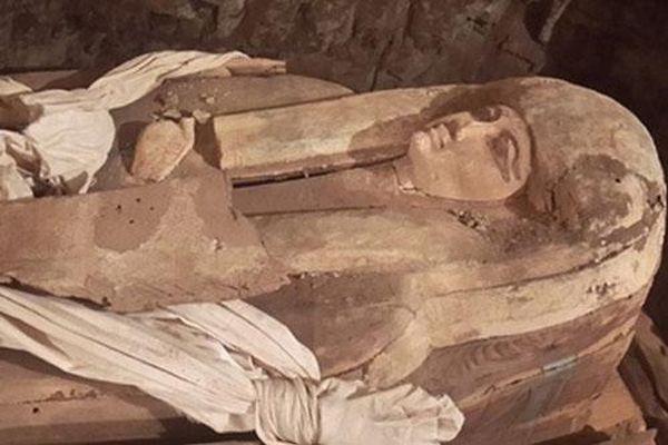 Bí ẩn bên trong lăng mộ nữ ca sĩ hoàng gia thời Pharaoh