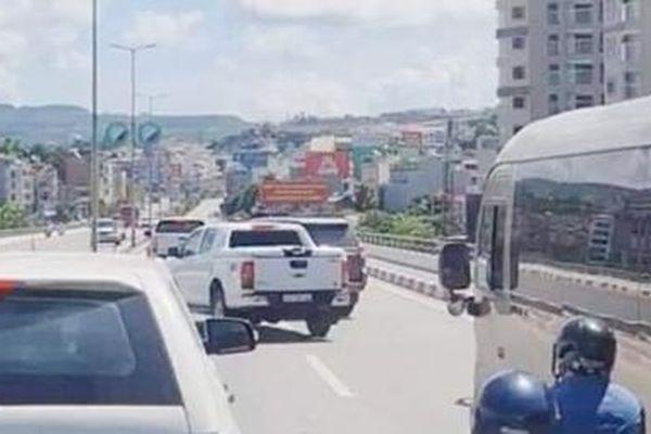 Xử lý 2 lái xe ô tô chèn nhau trên cầu Bãi Cháy