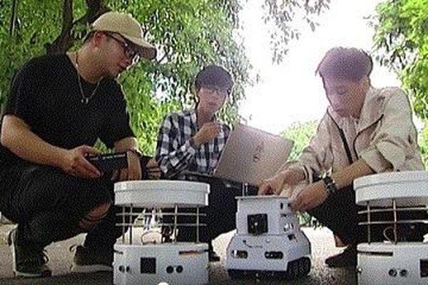 Sinh viên Hà Nội sáng chế thành công robot bầy đàn phục vụ cứu nạn