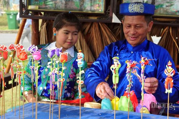 Những người 'giữ lửa' đồ chơi Trung thu truyền thống