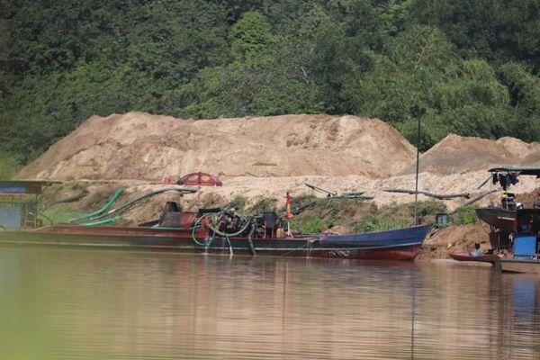 Bình Thuận: Báo động khai thác cát gây sạt lở sông La Ngà