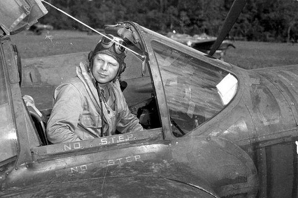 'Sinh nghề - tử nghiệp', số phận phi công Mỹ nổi tiếng nhất Thế chiến II