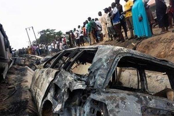 Nổ xe chở nhiên liệu kinh hoàng, 28 người thiệt mạng