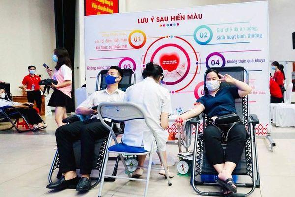 Nhân viên Shinhan Finance hưởng ứng hiến máu nhân đạo
